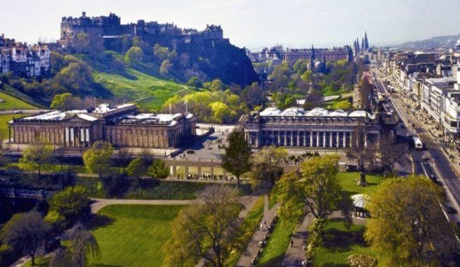 tourist-visit-europe-groomlidays